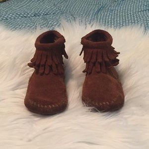 Minnetonka boots for toddler 6